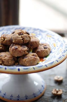 This Chocolate Chip Banana Nut Cookies recipe has no flour, no butter, no sugar, no egg, just pure awesomeness. Paleo and Vegan. Great for post-workout.
