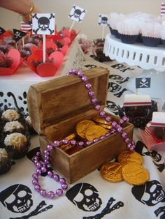Festa de criança: PIRATA! 1, Birthday Cake, Gift Wrapping, Gifts, Pirate Party, Wine Pairings, Parties, Toddler Girls, Ideas
