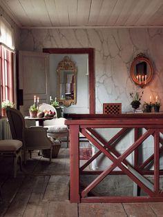 Grandholms herrgård. Hall och trapphus med väggar målade för att se ut som marmor.