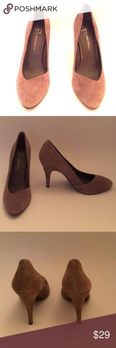 B Makowsky Suede Pumps Versitiile Suede pump b. makowsky Shoes Heels