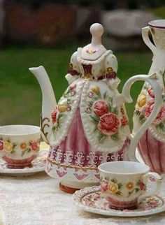 Tea pot - great floral pattern