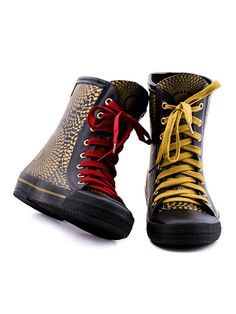 Co-branding Wax Up / Elvetik African Accessories, Fashion Accessories, African Design, Swagg, Fascinator, Designer Shoes, Converse Chuck Taylor, Collaboration, High Top Sneakers