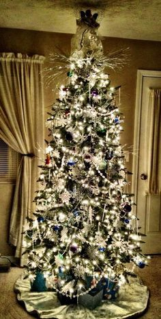 Come on Pinterest followers give this gorgeous tree a like!  From Natalie Tritle in Bedford, Indiana
