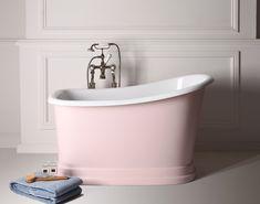 Small+freestanding+bath+makes+big+bathroom+splash