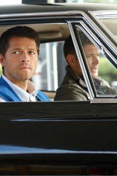 Cas in the Impala with Dean agaaaaaaaiiiiin!! At least :):) Jensen Ackles, Jensen And Misha, Supernatural Season 9, Supernatural Episodes, Supernatural Bunker, Supernatural Pictures, Supernatural Wallpaper, Misha Collins, Supernatural