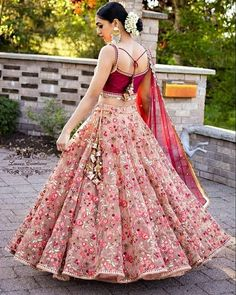 Indian girl with a glamour dress - Designer Dresses Couture Designer Bridal Lehenga, Bridal Lehenga Choli, Ghagra Choli, Indian Bridal Outfits, Indian Designer Outfits, Designer Dresses, Indian Bridal Wear, Lehenga Choli Designs, Lengha Design