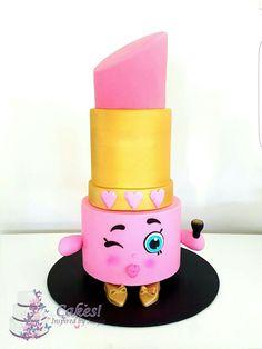 Lippy lips cake