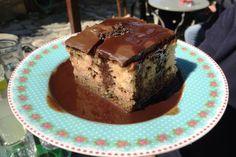 Το μυρμηγκάτο της Φωφώς Το δοκιμάσαμε στο Παλιό Καφενείο του Παλαιού Παντελεήμονα / ένα παλιόμοδίτικο κέικ με τρίμμα σοκολάτας, σιροπιασμένο και σκεπαςμένο με ένα απαλό γλάσο - κρέμα σοκολάτας. Είναι πανάλαφρο, πανεύκολο και απίθανο