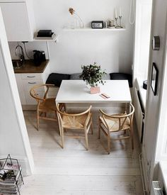 Dining Room Furniture and Decoration Stunning 80 Lasting Farmhouse Dining Room Table Ideas source : Small Dining Area, Small Kitchen Tables, Kitchen Corner, Room Kitchen, Diy Kitchen, Kitchen Dining, Small Dining Room Tables, Small Dining Table Apartment, Corner Dining Table