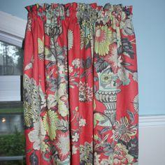 Rideaux de la collection Vase vénitien vus de près pour que vous puissiez apprécier la beauté du tissu.