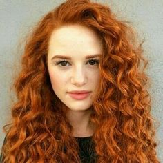 Healthy and beautiful curls are just a few clicks away from you! Shop our Curls Prep Spray and achieve this look! Madelaine Petsch, Beautiful Redhead, Beautiful Long Hair, Beautiful People, Redhead Teen, Cheryl Blossom, Ginger Hair, Hair Inspo, Red Hair Color