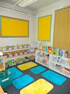 Use bathmats to establish personal space during reading time. 25 Clever Classroom Tips For Elementary School Teachers Classroom Setting, Classroom Setup, Classroom Design, Kindergarten Classroom, Future Classroom, Classroom Libraries, Classroom Rugs Cheap, Classroom Reading Area, Diy Classroom Decorations