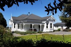 Munro - Athenree - Villa Cornucopia - front