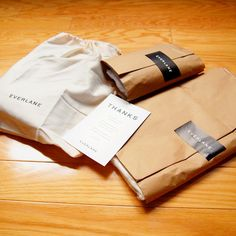 Everlane E-commerce packaging Organic Packaging, Simple Packaging, Craft Packaging, Box Packaging, Paper Packaging, Packaging Design, Branding Design, Product Packaging, T Shirt Packaging