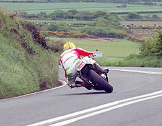 His Majesty, Joey Dunlop at Kate's Cottage 95 Junior TT on a 1995 Honda RS Pure Class! Motorcycle Racers, Racing Motorcycles, Motorcycle Style, Grand Prix, Gp Moto, 125cc, Sportbikes, Guzzi, Road Racing