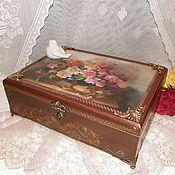 Купить или заказать Шкатулка деревянная именная Parfume подарок женщине в интернет-магазине на Ярмарке Мастеров. Благородная, элегантная деревянная шкатулка в викторианском стиле. Создавалась для хранения бутылочек с арома- маслами. Отсюда и соответствующее название. Шкатулка выполнена в технике декупаж с имитацией благородного металла, поставлена на изящные ножки, дополнена замочком. Внутреннюю сторону крышки украшает монограмма владелицы. С удовольствием придумаю историю для Вас!
