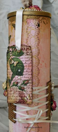 DiY: Decorative gift container made from Pringles can by decoupage & embossing in pretty vintage style.
