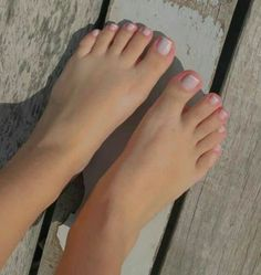 Pretty Toe Nails, Pretty Toes, Teen Feet, Tan Body, Pretty Females, Beautiful Toes, Cute Toes, Cute Girl Photo, Sexy Toes