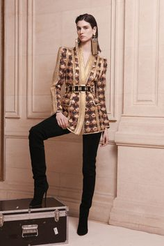 Model Manon Leloup (MARILYN) features in the presentation of Balmain Pre-Fall 2013 collection. French fashion house Balmain brings opulent and extravagant Fashion Week, Runway Fashion, High Fashion, Winter Fashion, Fashion Show, Womens Fashion, Fashion Design, Fashion Trends, Review Fashion