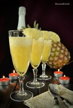 Sorbete de piña al cava Fruit Drinks, Bar Drinks, Yummy Drinks, Wine Cocktails, Cocktail Drinks, Smoothie Recipes, Smoothies, No Egg Desserts, Colorful Drinks