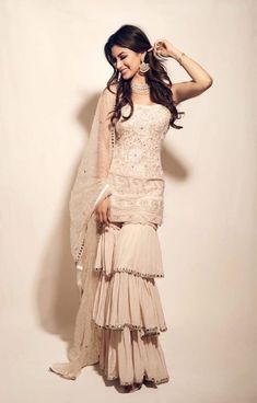 Party Wear Indian Dresses, Designer Party Wear Dresses, Indian Gowns Dresses, Dress Indian Style, Indian Fashion Dresses, Indian Wedding Outfits, Indian Designer Outfits, Bridal Outfits, Indian Outfits