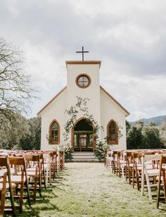 Paramount Ranch Chapel from Westworld. Old Chapel with Greenery. Church Wedding, Chapel Wedding, Wedding Day, Wedding Shoes, Wedding List, 1920s Wedding, Wedding Dresses, Casas Tudor, Wedding Locations
