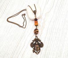 """Sautoir""""Masque vénitien"""" chaine couleur bronze (65cm) avec perles de verre filé au chalumeau : Collier par auverredoz"""