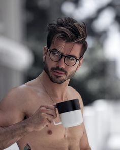 The Hottest Hipster Haircut Ideas To Reveal Your Inner Mod Mens Hairstyles With Beard, Cool Hairstyles For Men, Haircuts For Men, Messy Hairstyles, Photography Poses For Men, Portrait Photography Men, Medium Hair Styles, Short Hair Styles, Hipster Haircut