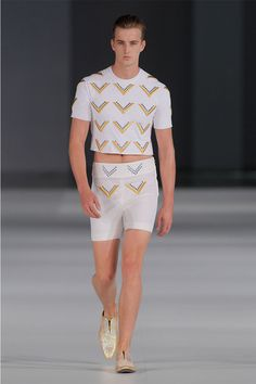"""Maite Albéniz Zúñiga presented her Spring/Summer 2014 collection for Albéniz during 080 Barcelona Fashion. Entitled """"Angel"""" the collection took Mick Jagger as a reference, presenting a slim clean vertical silhouette. The color scheme is pastel greens,... »"""