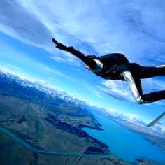 my dream is to go skydiving with my best friend <3