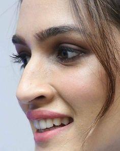 Bollywood Actress Hot Photos, Bollywood Girls, Beautiful Bollywood Actress, Beautiful Actresses, Beautiful Girl Photo, Beautiful Girl Indian, Most Beautiful Indian Actress, Hollywood Actress Pics, Indian Actress Images