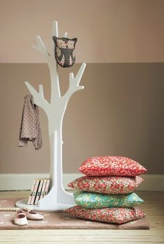 Arbre porte-manteaux chez Cyrillus Kids Wardrobe, Kids Rooms, To My Daughter, Liberty, Little Ones, Little Cottages, Clothes Racks, Pink Room, Kid Rooms