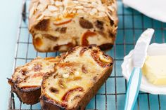 Apricot, fig and raisin loaf