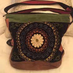Like new lucky brand purse Beautiful lucky brand embroidered flowered purse suede light wear Lucky Brand Bags Hobos