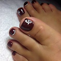 Semi-permanent varnish, false nails, patches: which manicure to choose? - My Nails Pretty Toe Nails, Cute Toe Nails, Gorgeous Nails, My Nails, Toenail Art Designs, Toe Nail Designs, Cute Pedicure Designs, Toe Nail Color, Toe Nail Art