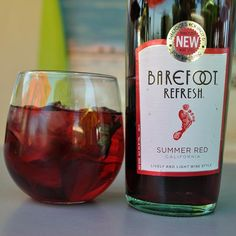 Barefoot Refresh Summer Red - My FAVORITE! Perfect for these hot summer days :) Wine O Clock, Fine Wine, Wine Cellar, Pretty Good, Summer Days, Wine Recipes, Earthy, Wines, Wine Glass
