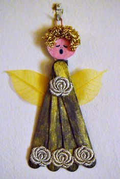 Who would have thought that ordinary ice cream sticks could be turned into beautiful angel crafts? This Christmas Angel Ice Cream Stick Craft will add a vintage touch to your Christmas decor. Christmas Angel Crafts, Vintage Christmas Crafts, Vintage Crafts, Handmade Christmas, Holiday Crafts, Christmas Decor, Christmas Ideas, Craft Stick Crafts, Craft Gifts