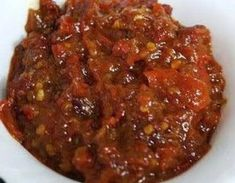 Sambal Bajak is a sambal with a piquant and spicy flavour. This type of sambal may be used in various kinds of dishes and is perfect to use as a flavour enhancer. Bajak can be used in sauces, soups or meat dishes. Sambal Sauce, Sambal Recipe, Asian Recipes, Gourmet Recipes, Cooking Recipes, Asian Foods, Mie Goreng, Nasi Goreng, Malay Food