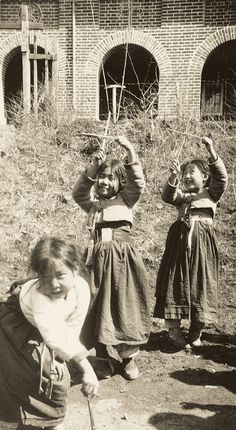 Girls playing crosses in front of the cathedral, North Korea. ca 1937 Korean Traditional Clothes, Traditional Fashion, Korean Photo, Korean Art, Asian History, History Photos, Old Pictures, Old Photos, Vintage Photographs