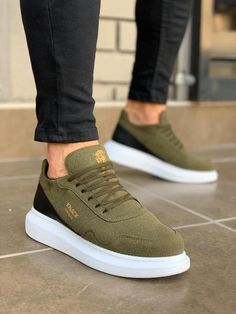 Sneakers – High Fashion For Men Best Sneakers, Casual Sneakers, White Sneakers, Sneakers Fashion, Fashion Shoes, Mens Fashion, Casual Leather Shoes, Casual Shoes, Funky Glasses
