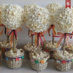 Cute idea for a party Candy Theme Birthday Party, Birthday Favors, Birthday Parties, Activity Day Girls, Candy Flowers, Candy Trees, Sweet Trees, Crafts For Kids, Diy Crafts