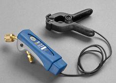 Manometer P/T Mantooth ist ein kabelloses digitales Manometer zur Kontrolle und Messung von Drücken und Temperaturen von Kälte- und Klimaanlagen. Die Daten werden durch Bluetooth Anschluss auf Smartphones oder Tablets übertragen.