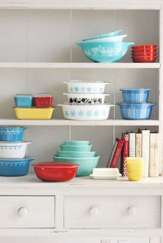 Vintage Kitchen Vintage Kitchen Features We Love - Vintage Kitchen Accessories - Some things never go out of style. Old Kitchen, Kitchen Items, Kitchen Things, Kitchen Stuff, Dirty Kitchen, Copper Kitchen, Kitchen Products, Kitchen Redo, Rustic Kitchen