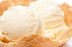 Basic ice cream recipe - The basic recipe for cream ice cream is the basis of many types of ice cream. With this recipe everyone can make ice cream at home. Gourmet Desserts, Frozen Desserts, Sweets Recipes, Snack Recipes, Desserts Homemade, Healthy Recipes, Ice Cream At Home, Make Ice Cream, Homemade Ice Cream