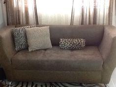 Un sofa con estilo
