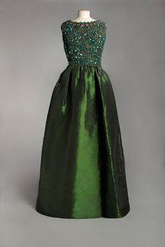 Balenciaga, robe du soir, vers 1960. Collection Musée Galliera, Ville de Paris, droits réservés, 2013