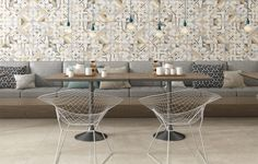 Uma das novidades da Biancogrés são os revestimentos para paredes, como o Geometric, 33 x 58 cm, inspirado no artista plástico Athos Bulcão. Os desenhos em tons neutros e linhas retas possibilitam a criação de diversas combinações