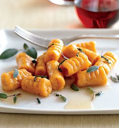 Sweet Potato Gnocchi with Brown Butter and Sage. I didn't make the brown butter sauce. I added mushrooms, cherry tomatoes, kale and sausage to the gnocchi. Sage Butter, Brown Butter, Brown Sugar, Doce Light, Sage Recipes, Potato Recipes, Sweet Potato Gnocchi, Cooking Recipes, Healthy Recipes