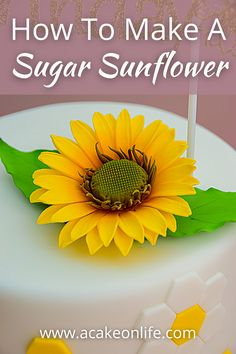 Flower Cake Decorations, Edible Flowers Cake, Edible Roses, Fondant Flowers, Sunflower Cakes, Sunflower Flower, Flower Diy, Flower Making, Fondant Flower Tutorial