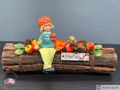 """Kézműves Csodák Műhelye on Instagram: """"Farönkös, lógó lábú szépi 🍎🍄🍁 Hosszúsága 30 cm #asztaldísz #handmade #kézműves #ősz #gomba #őszigyermek #alma #pirosalma #őszidekoráció…"""""""